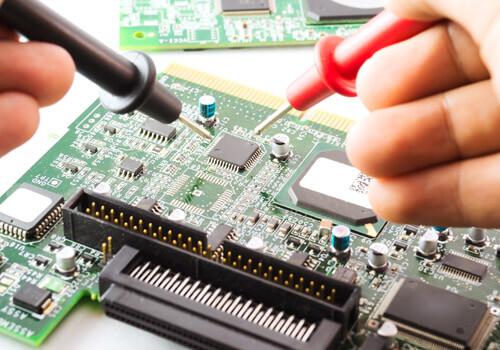 Diagnostic d'une carte de circuit avec un multimètre