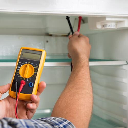 Diagnostic d'un réfrigérateur avec un multimètre