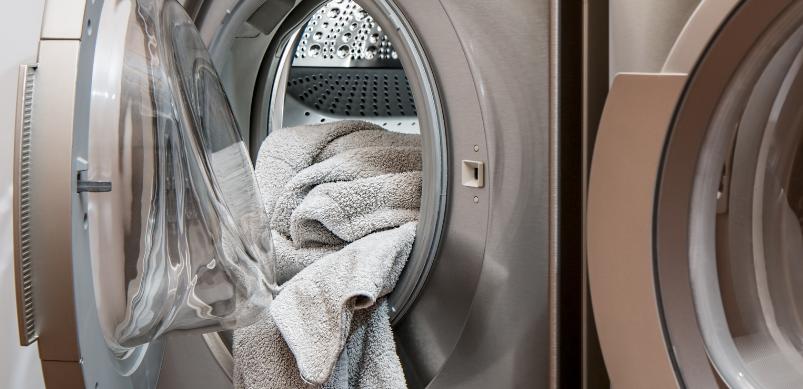 Garder la porte du lave-linge continuellement fermée
